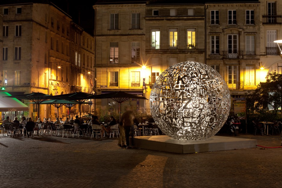 Oeuvre Jaume Plensa place Camille Jullian à Bordeaux