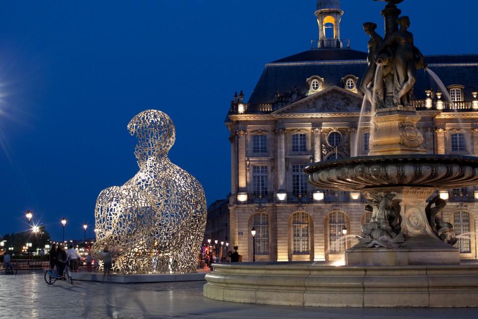 Oeuvre Jaume Plensa place de la Bourse à Bordeaux