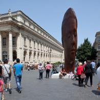Oeuvre Jaume Plensa place de la Comédie face au Grand Théâtre à Bordeaux